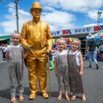 Stanthorpe Apple and Grape Festival, Imogen and Chloe Staley and Greta Stibbard from Stanthorpe with Dave the Living Statue.